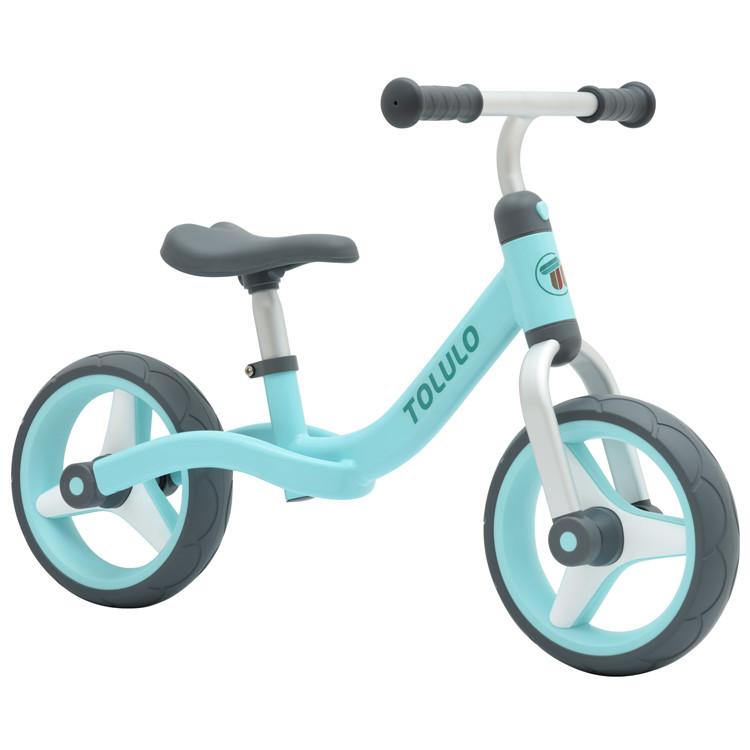 אופני איזון אלומיניום קלים במיוחד עם גלגלי גומי כחול