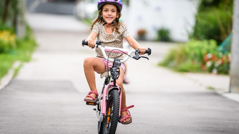 אופניים עם גלגלי עזר או בלי?
